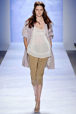 Fashion Capri pants in 2012   on The basis of